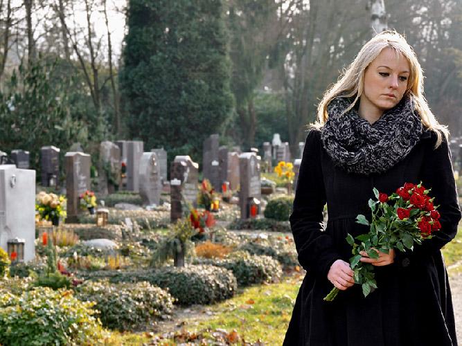 Les frais funéraires sont chers à payer de nos jours, pas juste pour quelqu'un de 50 ou 60 ans allant jusqu'à 70 ans.